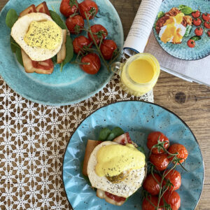 Allerhande recept veganized: eggs benedict met spinazie en bacon op toast