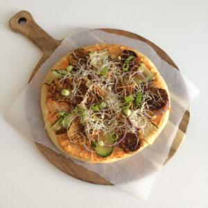 Bloemkoolpizza met tempeh bacon