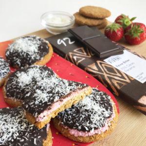 Chocoladekoekjes met aardbei en kokos