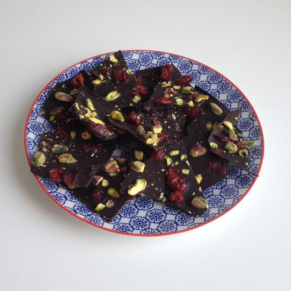 Chocolate bark met pistachenootjes en cranberries