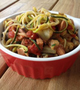 Courgette pasta met pittige vega worst