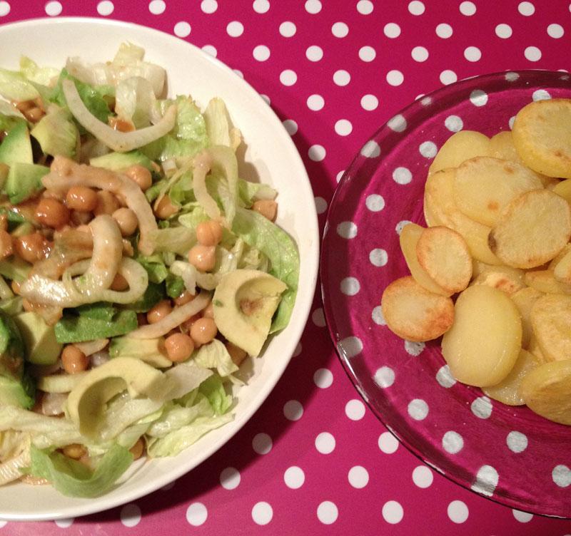 Detox salade met gebakken aardappelschijfjes