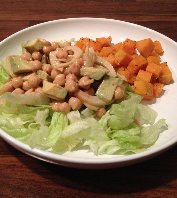 Detox salade met geroosterde zoete aardappel uit de oven
