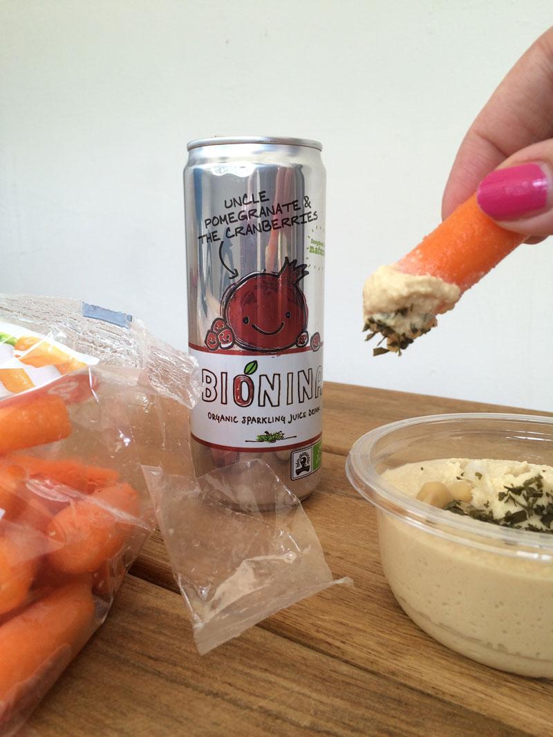 Hummus met worteltjes en Bionina