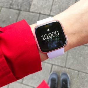 Tienduizend stappen per dag met de Fitbit Versa