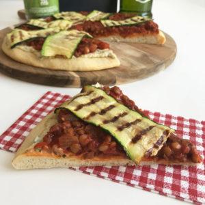 Pizza met hummus, linzen en courgette