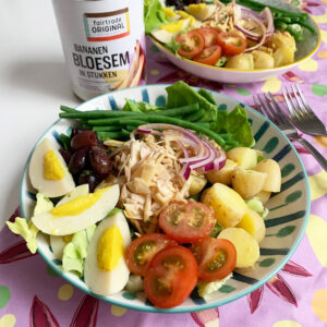 Plantaardige salade Niçoise met bananenbloesem