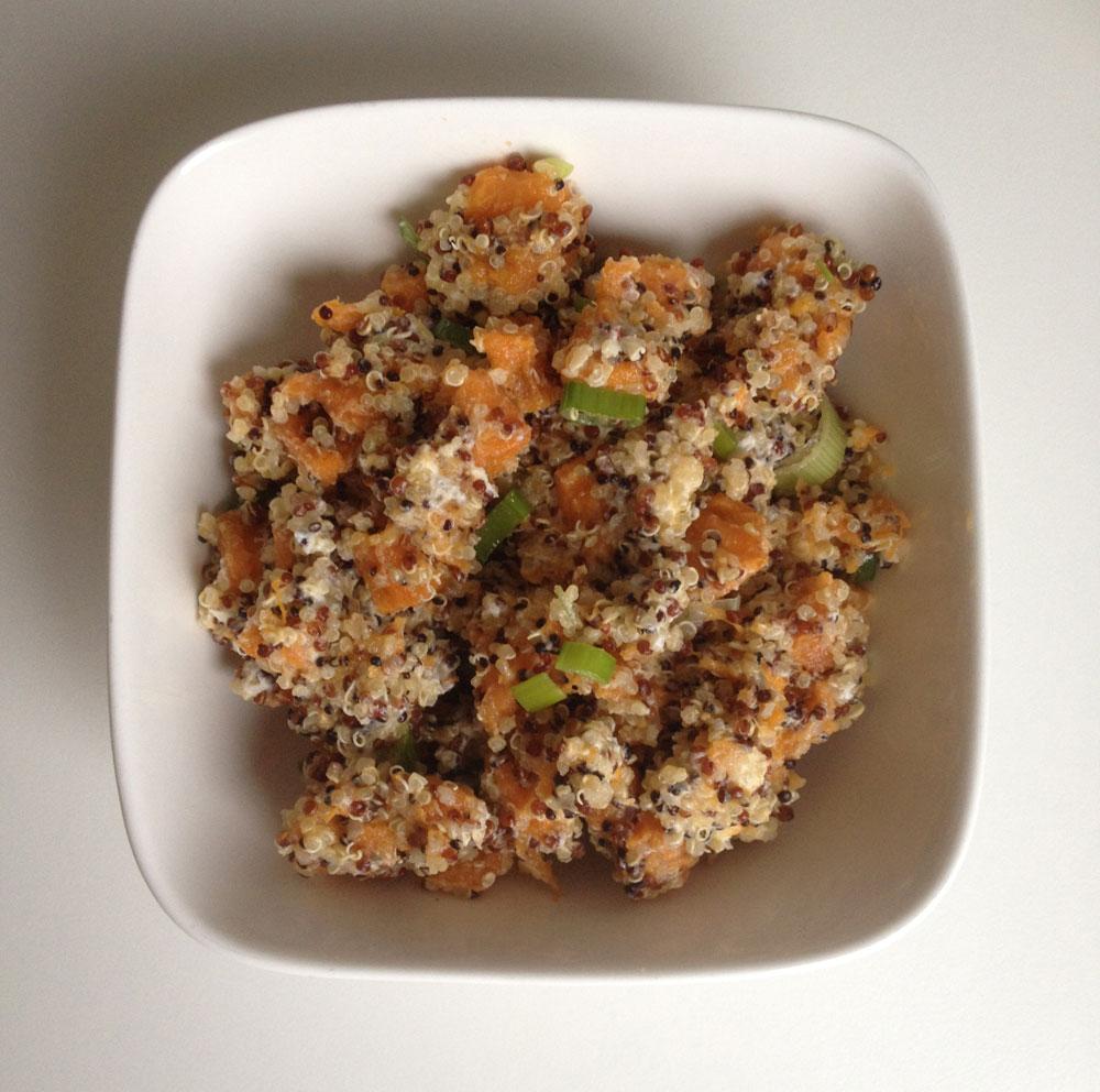 Meng de quinoa met de aardappelblokjes vinaigrette geitenkaas en