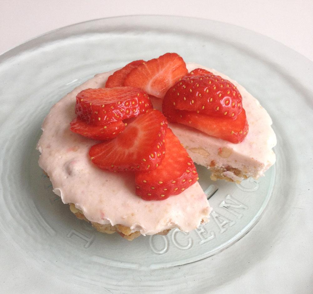 Raw aardbeien kokos taartjes