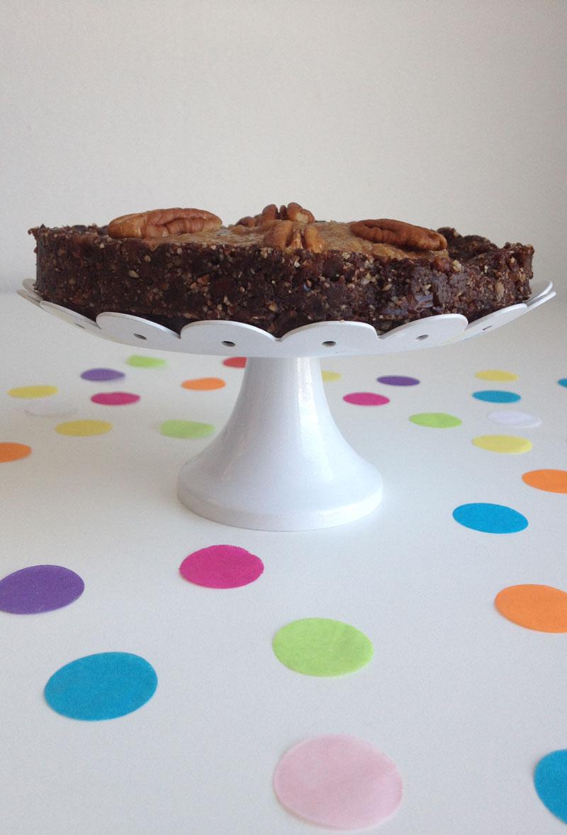 Raw chocolade caramel pecan taart