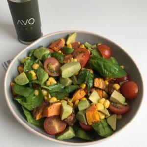 Salade met zoete aardappel en avocado