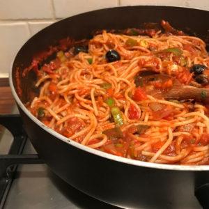 Spaghetti met pesto-groentensaus