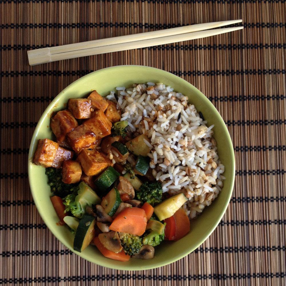 Teriyaki tofu met gewokte groenten