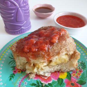 Tonga toast met aardbeien compote