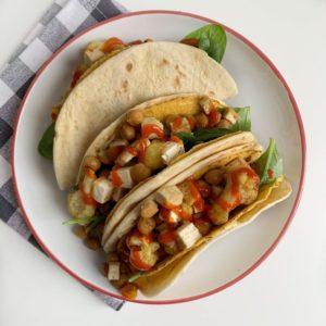 Tortilla taco's met geroosterde bloemkool en kikkererwten