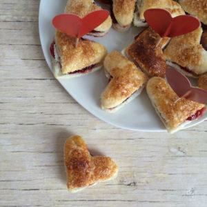 Valentijnsdag: bladerdeeg hartjes met jam