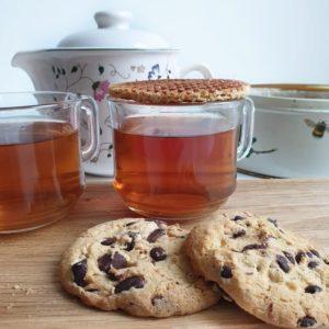 Vegan lekkers bij de koffie en thee - de lekkerste koek, taart en cake uit de winkel op een rij