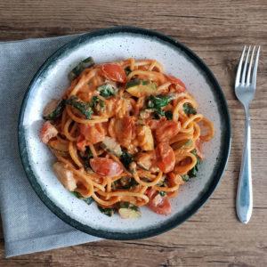 Vegan budget recept #4: spaghetti met tomatenroomsaus en groenten