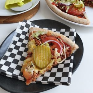 Vegan Fast Food Friday #19: cheeseburger pizza