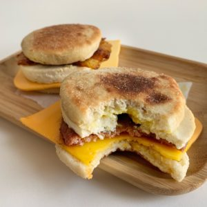 Vegan Fast Food Friday #4: No Egg Muffin 2 variaties!