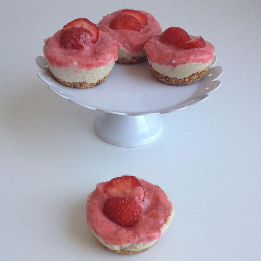 Vegan mini cheesecakes met aardbeien