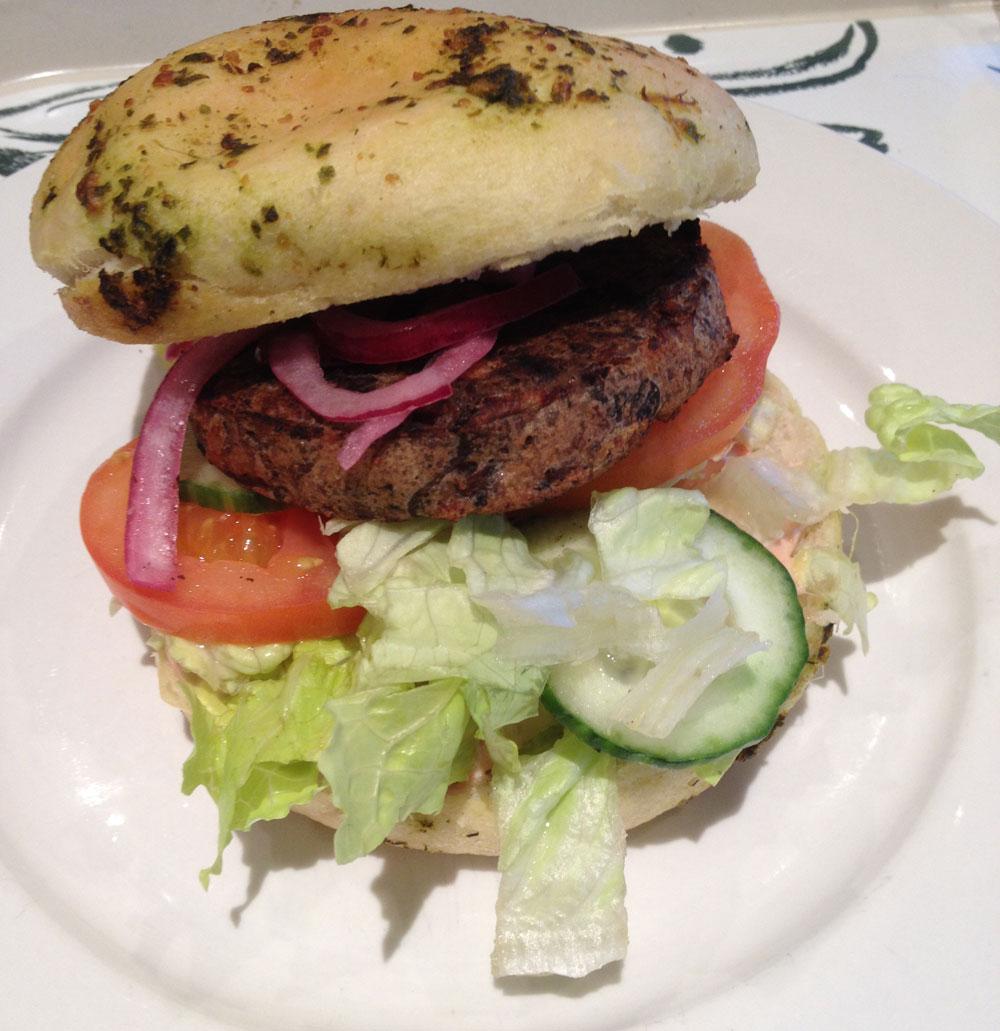 Huisgemaakte veggieburger bij La Place