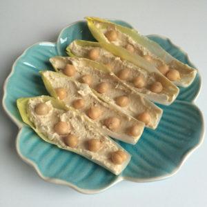 Witlofschuitjes met hummus