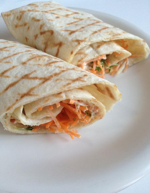 Wraps met hummus en wortel